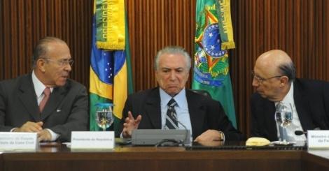 13mai2016---presidente-interino-michel-temer-pmdb-comanda-primeira-reuniao-ministerial-no-palacio-do-planalto-em-brasilia-no-encontro-temer-debate-com-sua-equipe-as-primeiras-medidas-do-governo-que-1463147961699_956x500.jpg